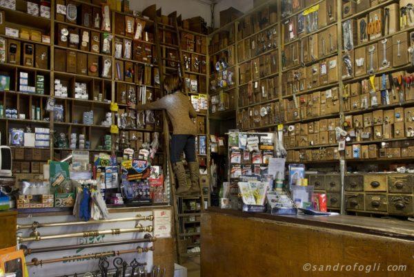 Shortstories - Hardware store